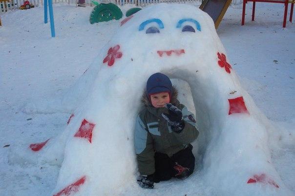 домик из снега