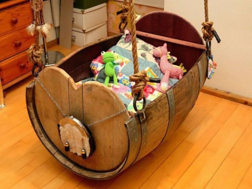Детская кроватка люлька из бочки