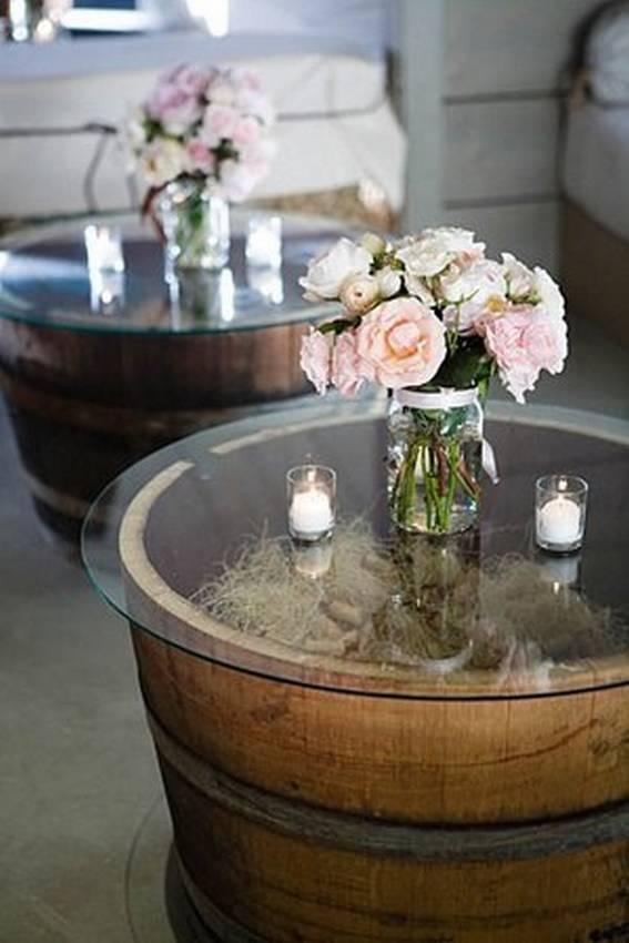 Стол из деревянной бочки со стеклянной столешницей
