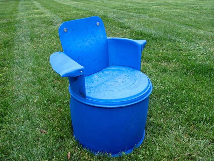 Кресло из пластиковой бочки своими руками