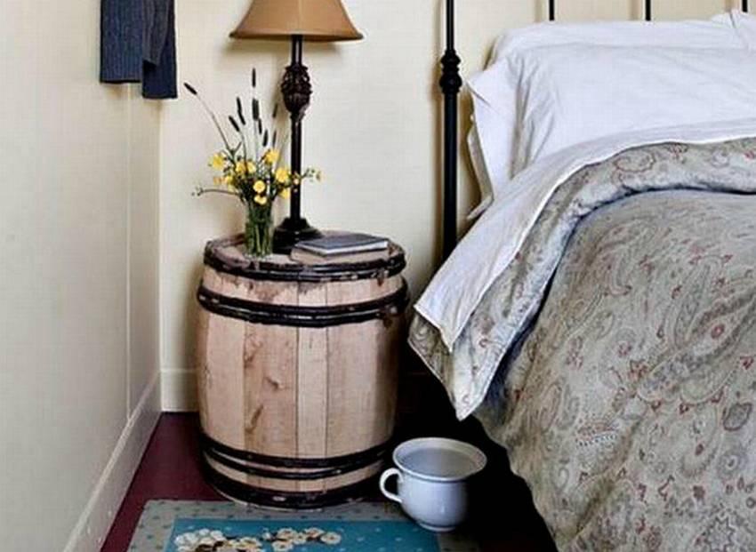 Прикроватная тумбочка из деревянной бочик