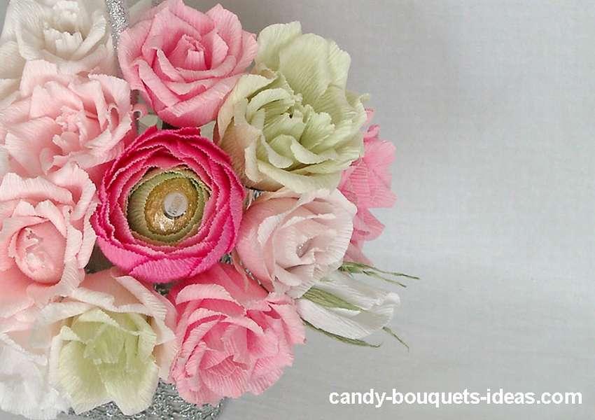 цветы с конфетой из цветной бумаги