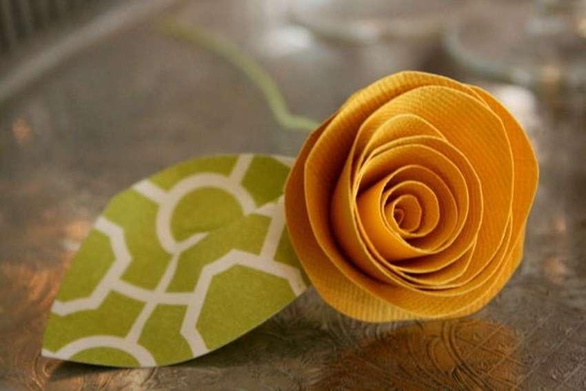 спиральные цветы из бумаги