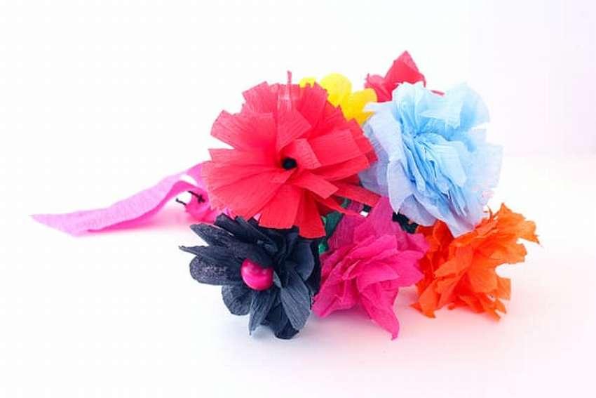 легкие цветы из гофрированной бумаги за 5 минут