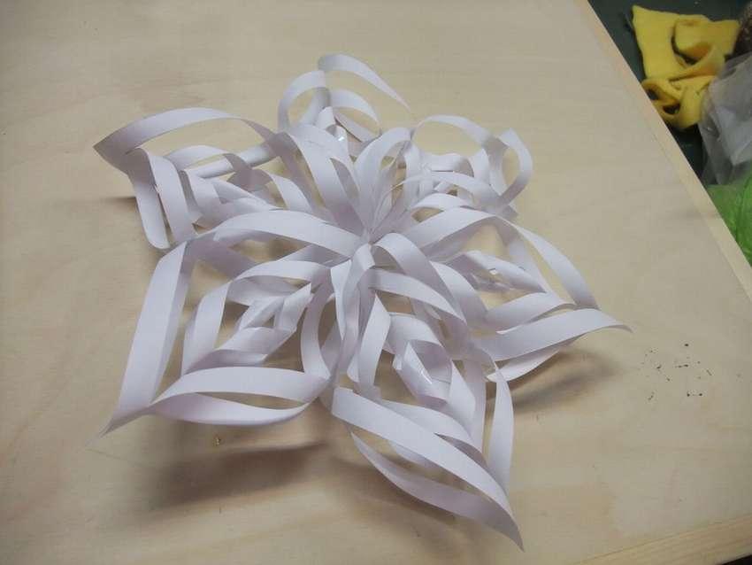 легкий декоративный цветок из бумаги