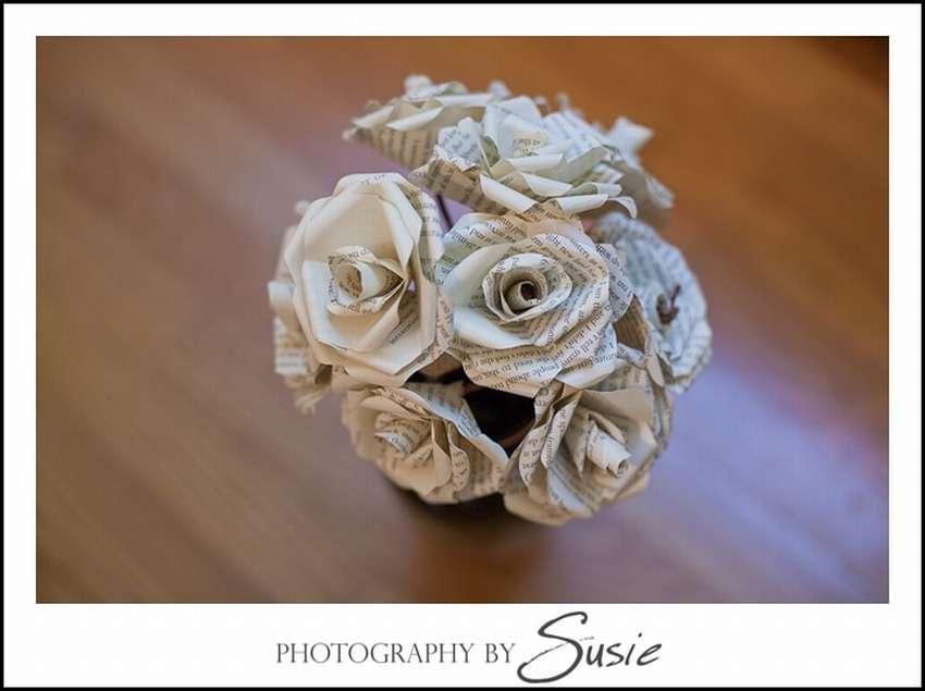 розы из книжных страниц
