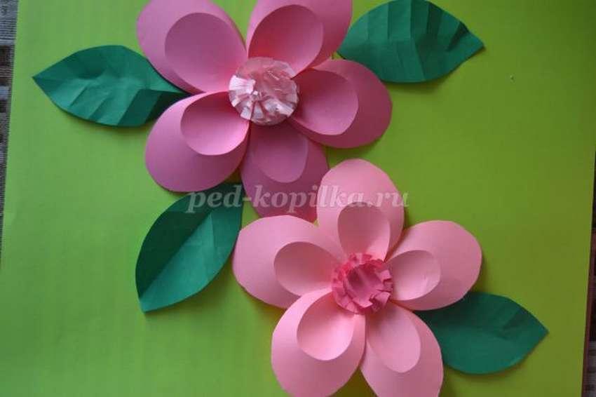 цветок сакуры из цветной бумаги
