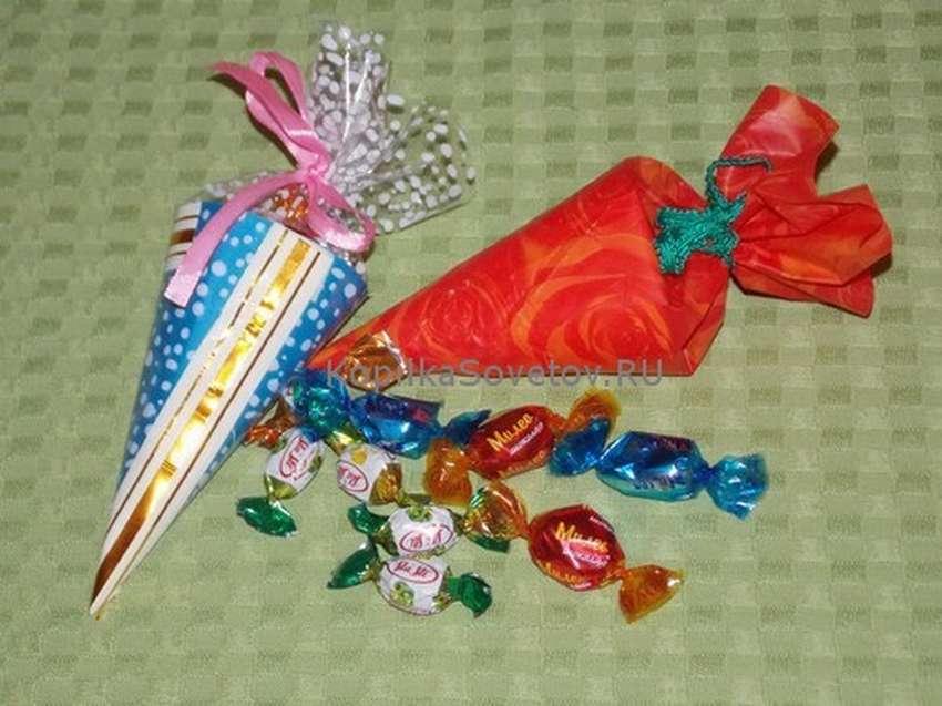 бумажный кулек с конфетами