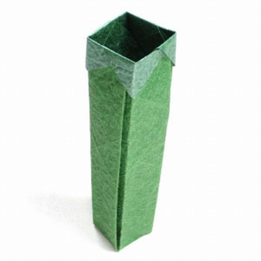 высокая коробка из бумаги