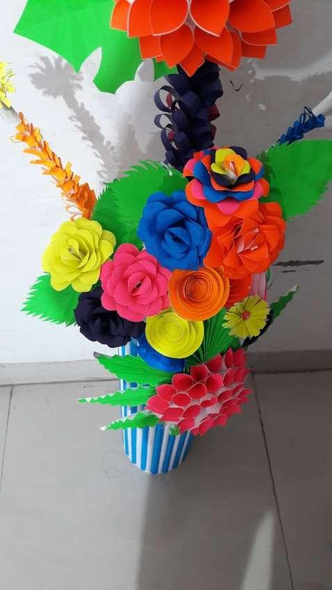 ваза из бумаги с цветами