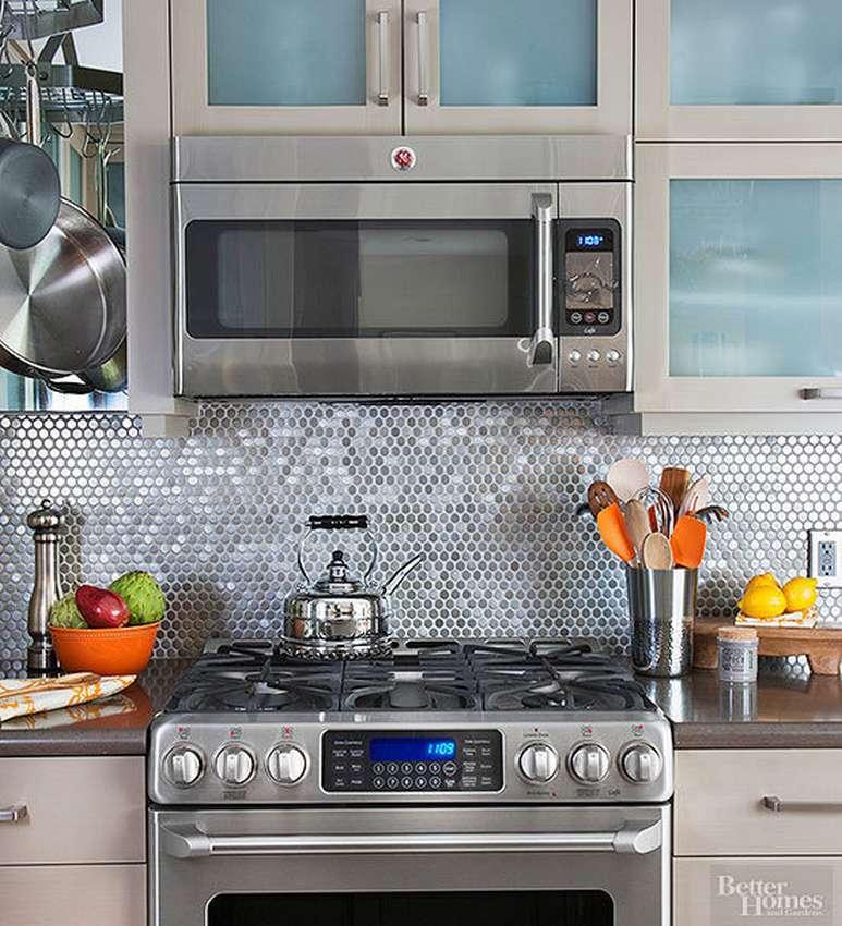 как установить микроволновку в навесном шкафу на кухне