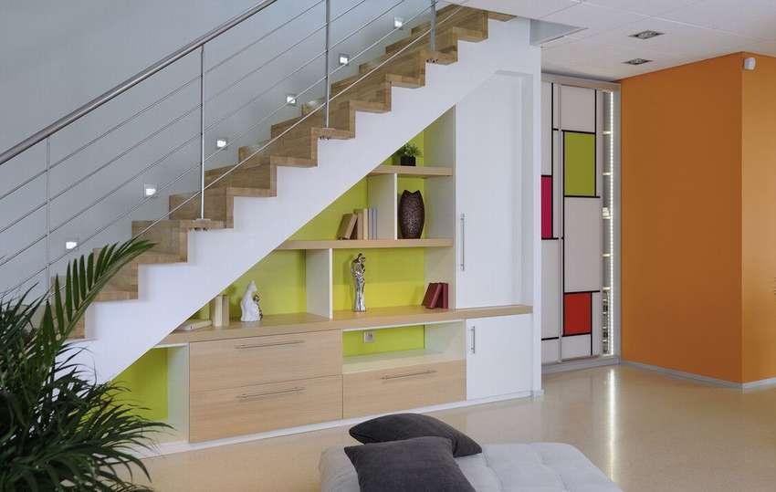 шкаф под открытой лестницей фото идеи будет