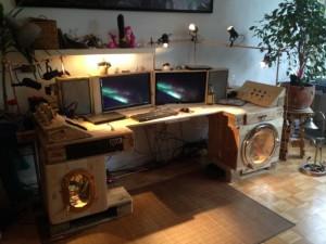 компьютерный стол из поддонов в стиле стимпанк