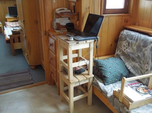 столик для ноутбука для работы стоя