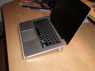 простая подставка для ноутбука