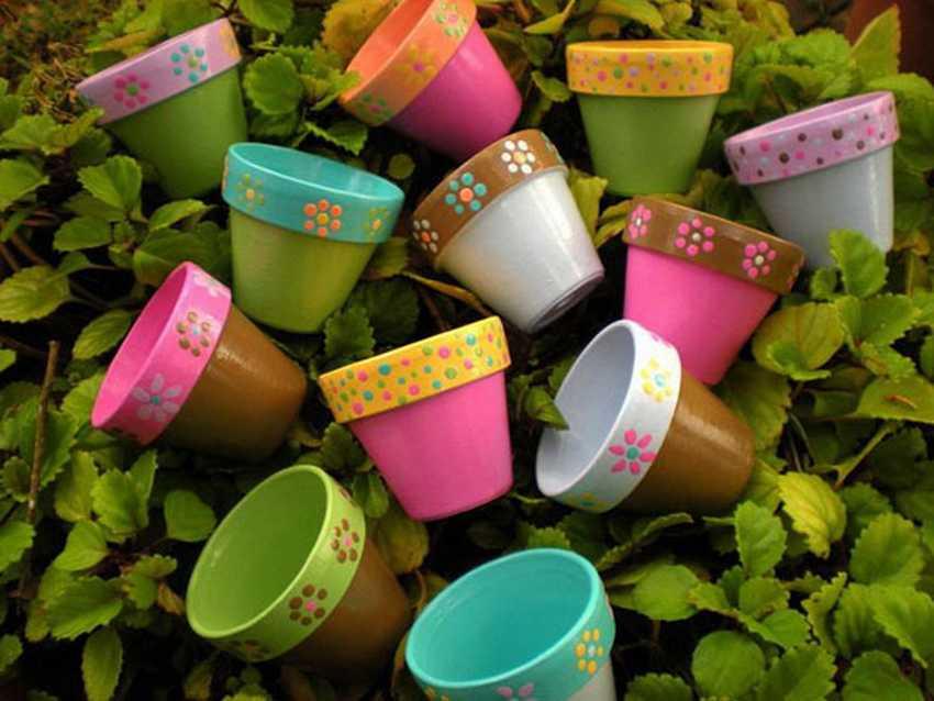 Пластиковые горшки с ручной росписью