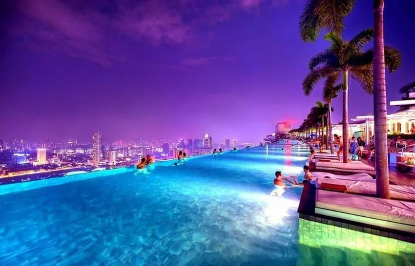 Бассейн на крыше отеля в Сингапуре