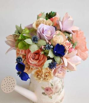 Цветы из гофрированной бумаги своими руками. Мастер классы, пошаговые инструкции 500 фото