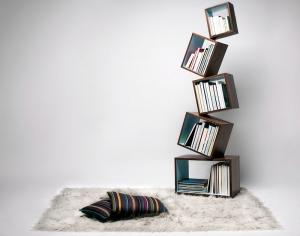 Оригинальная полка для книг