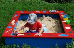 Деревянная песочница своими руками для детей на дачу: 490 фото, чертежи.